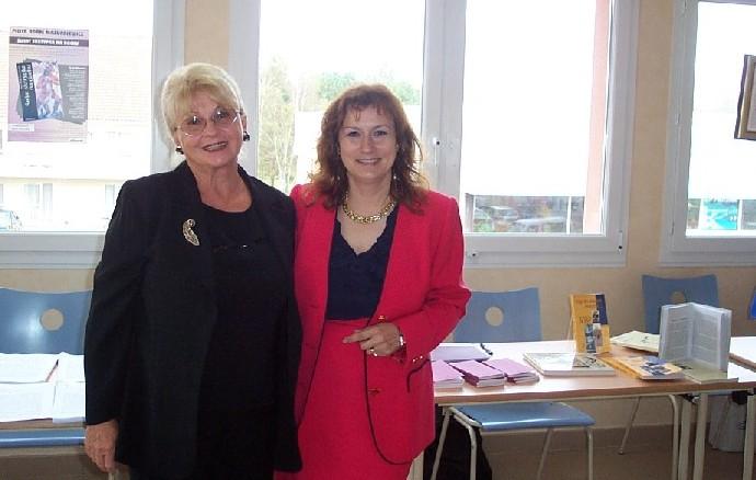 Agata Kalinowska-Bouvy i Barbara Tessé przy stoisku p. Barbary